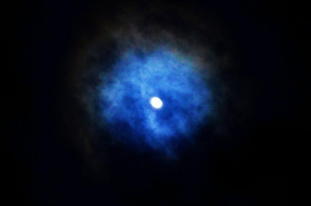blue moon light