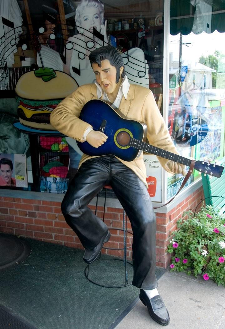 Swansboro, NC - Elvis and Marilyn
