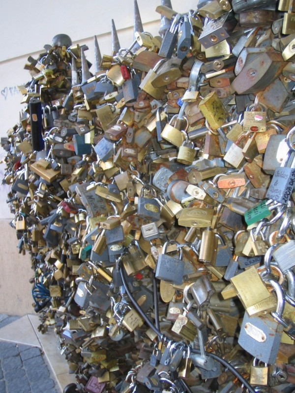 Pecs fence lovers lock 2007 summer keri mecsek Hun
