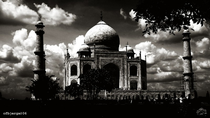 Taj Mahal, Agra, India in bw