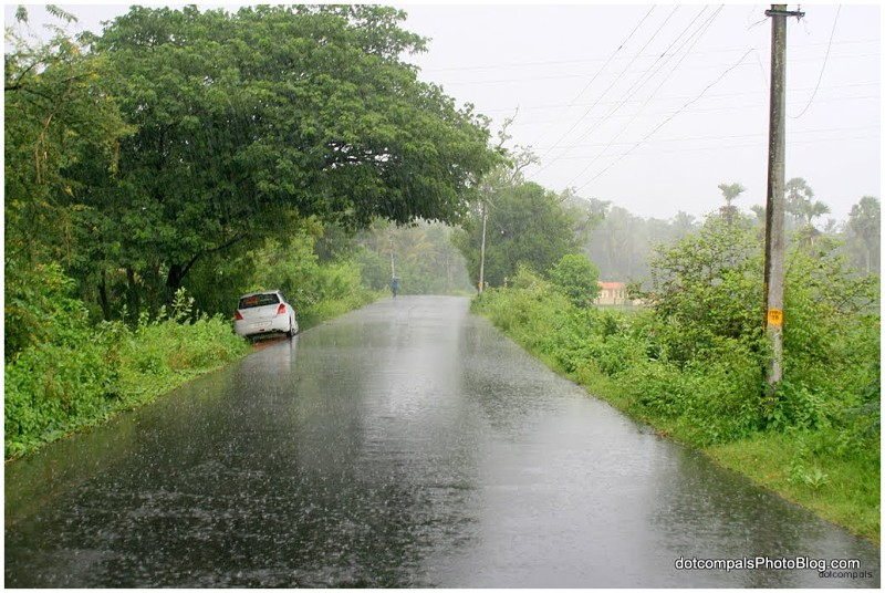 Raining heavily SH27 Kerala