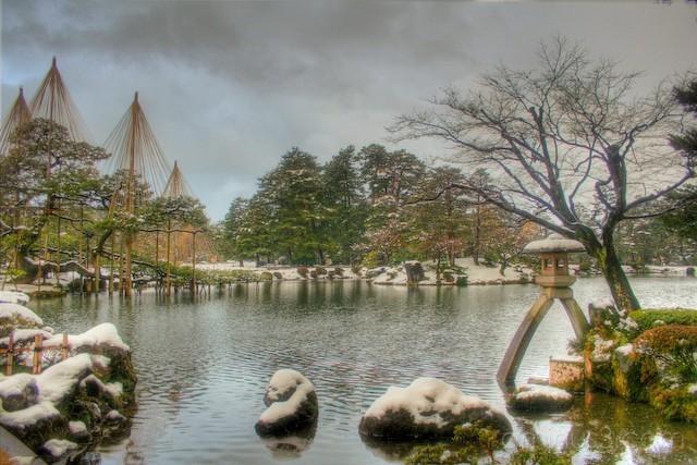 Kenrokuen garden in winter with snow, kanazawa