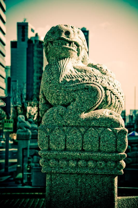 Small statue of a dragon on the streets of Seoul