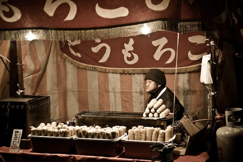 Man Slling food at Oyama jinja