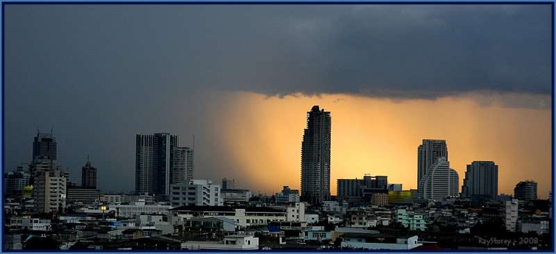 Monsoon storm rolls in over Bangkok
