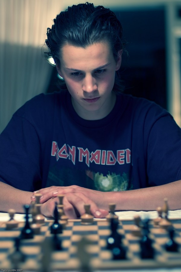 ergmond playing chess