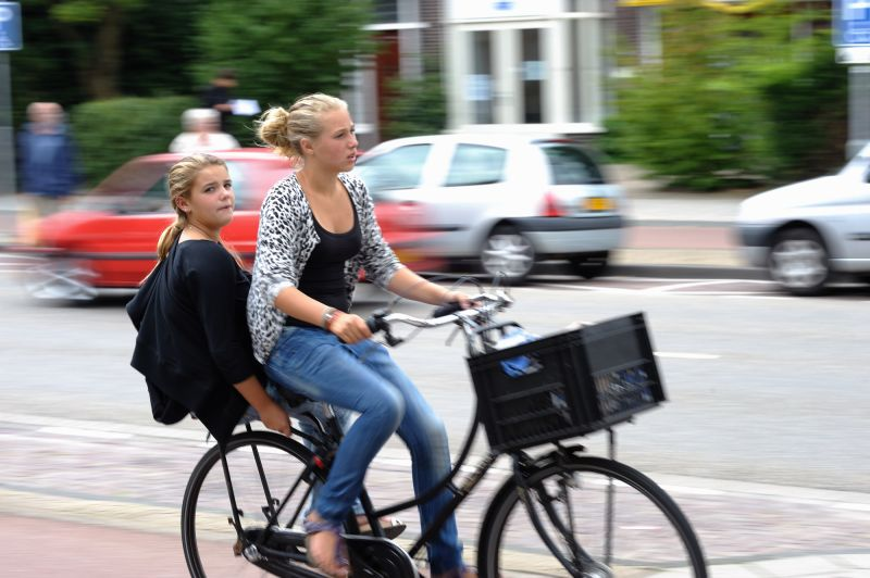 Girls on bike, Rijksstraatweg, Haarlem