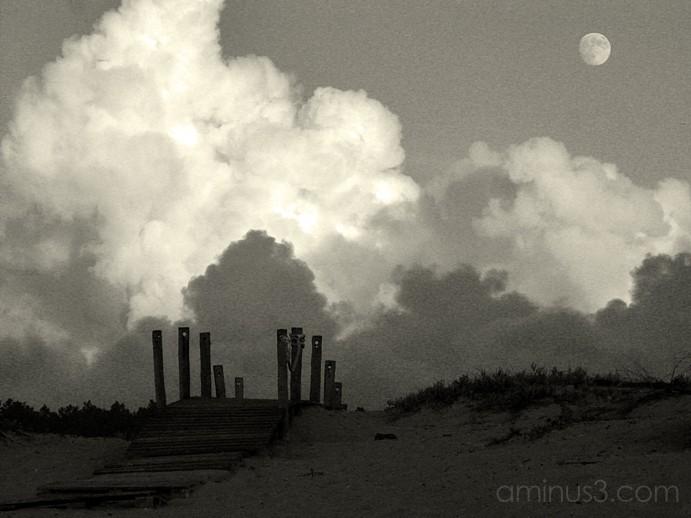 A lua por cima das nuvens