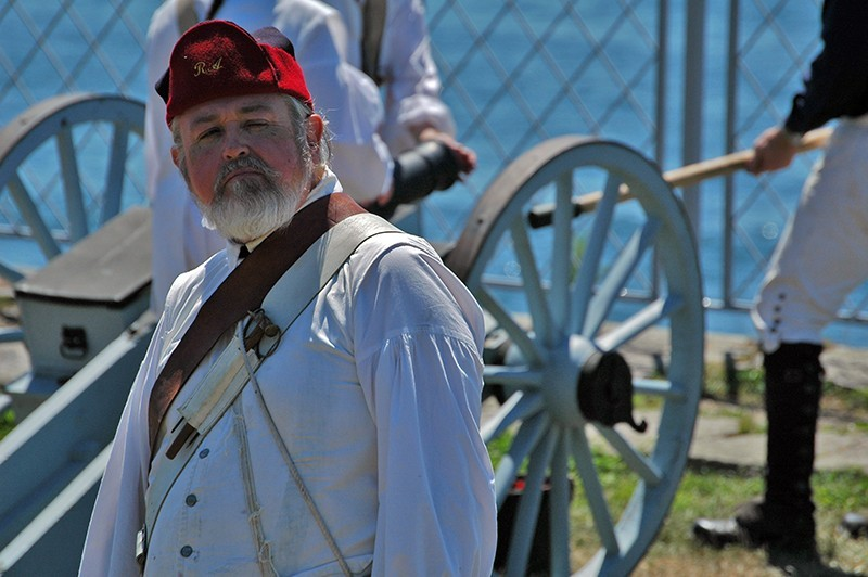 Revolutionary War solider with cannon
