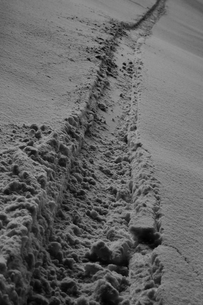 tracks, snowboarding