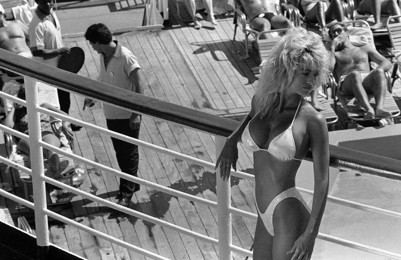 Model posing for pro photographer on cruise