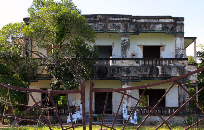 Cambodia. Kep1 . (Remains of) Colonial villa.