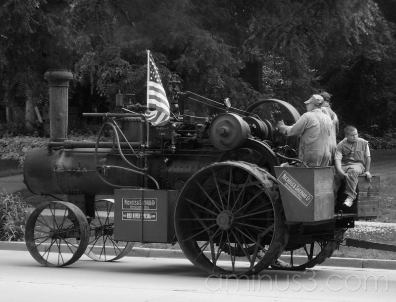 A steam engine in the 4th of July parade
