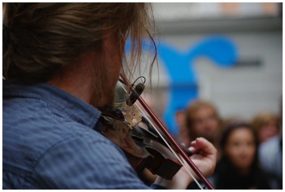 Payazen street concert, violin solo