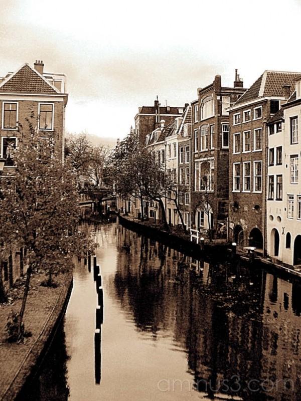 Mono image of canal Utrecht