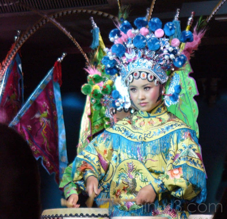 Chinese drummer in tradtional costume