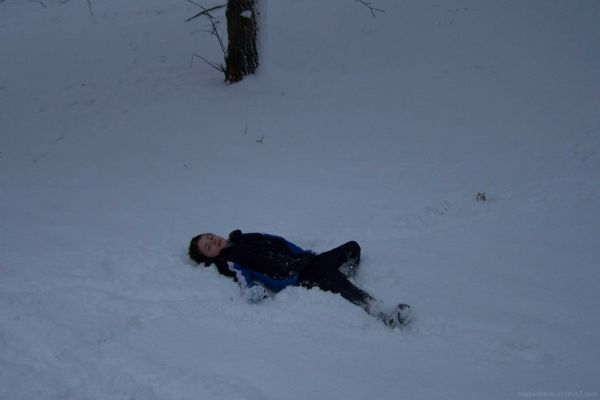 One legged 'Snow Angel'
