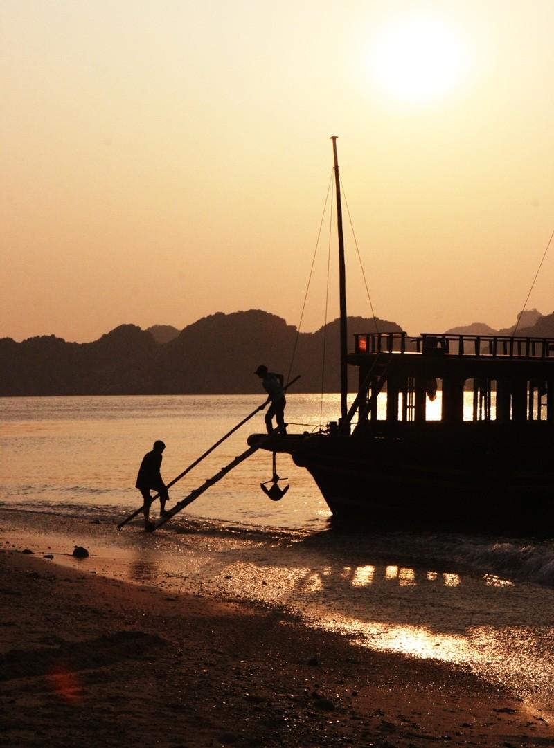 Ship Halong Bay Vietnam