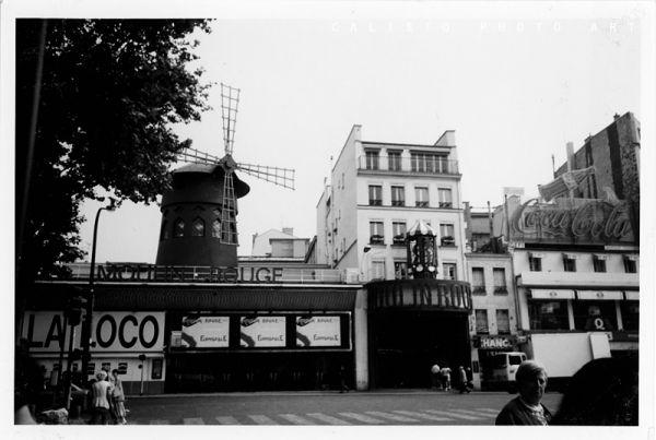 paris france moulin rouge analogue