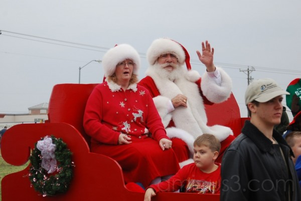 Plano Parade: Santa and Mrs Claus