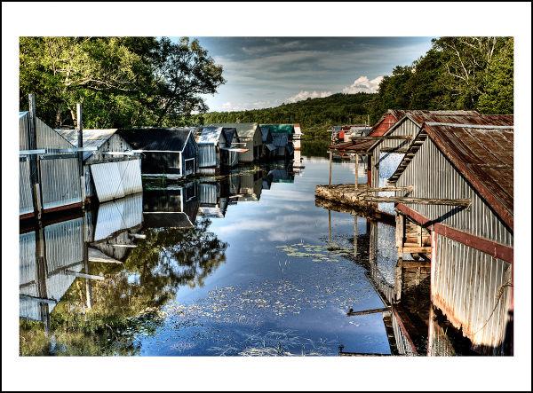 Houses boats