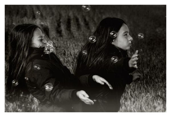 Maude et Rose aiment les bulles