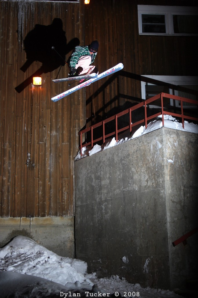 urban drop jump freestyle skiing at night