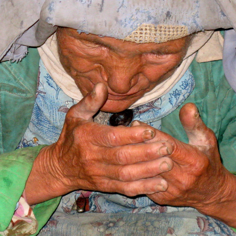 old Turkmen woman praying
