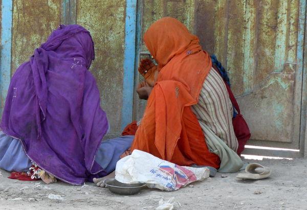 two Afghan women sharing nAn-e chAsht