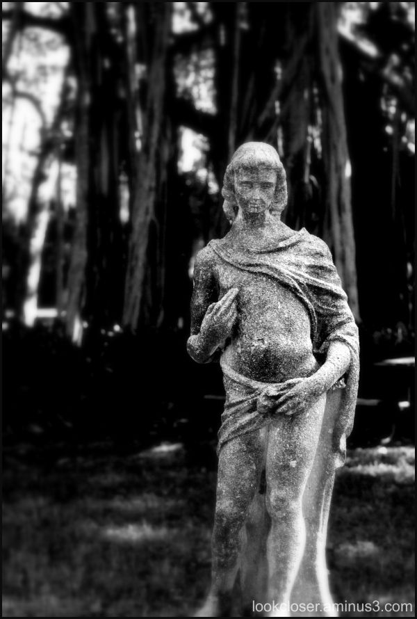 ringling grounds statue bw