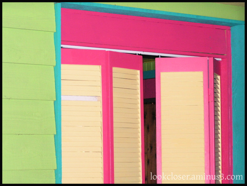 Bright-colors comps-contrasts