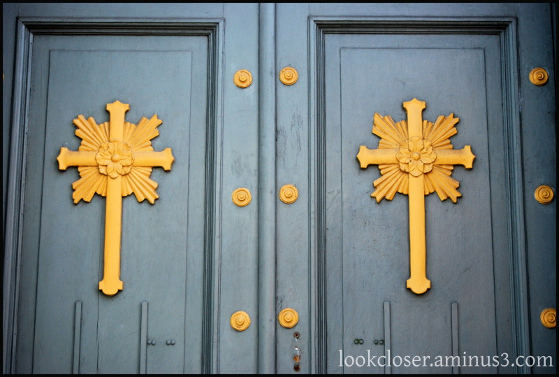 NOLA Quarter Cross Door Convent Gray Gold