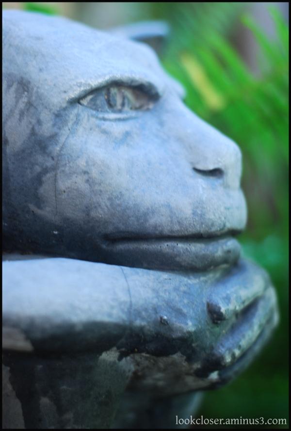 garden statue face stone