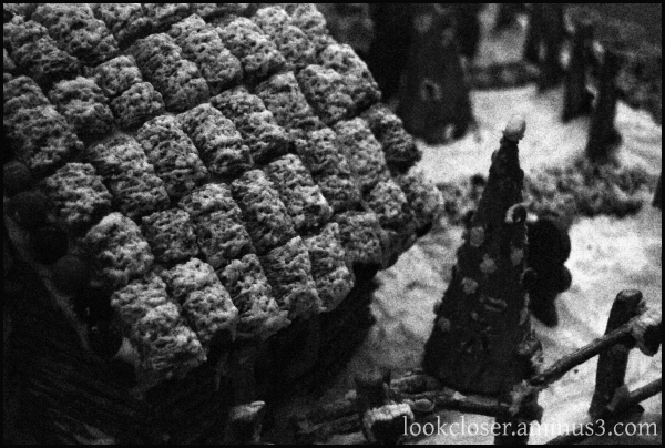 christmas bw gingerbread house roof