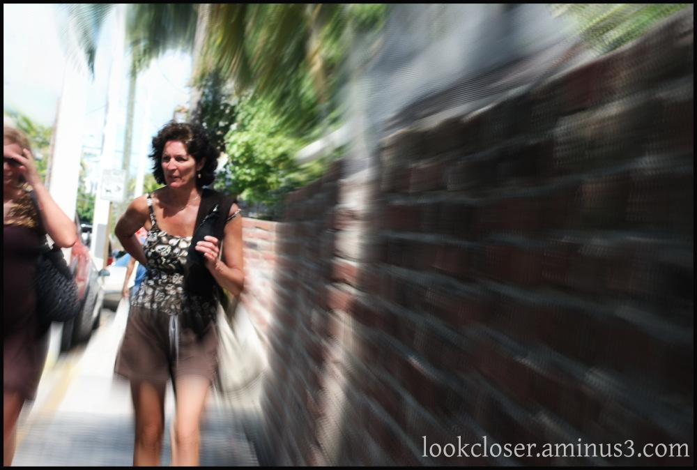 keywest woman walking focalzoom