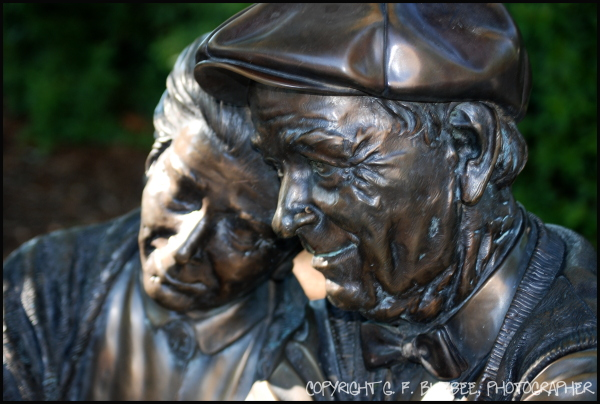bronze statue couple love