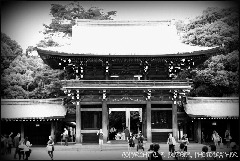 shinto gate tokyo japan