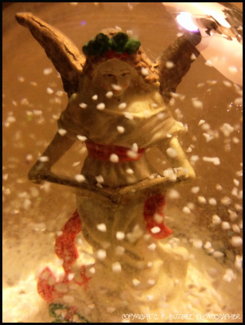 Snow globe Christmas angel
