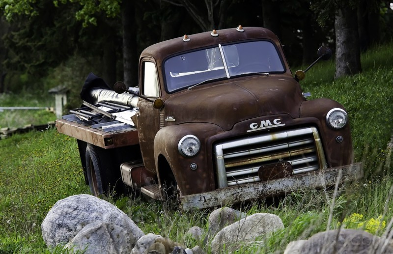 Wonderfully rusted old pickup truck