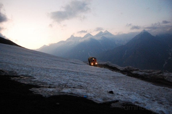 Truck crossing the Rohtang La