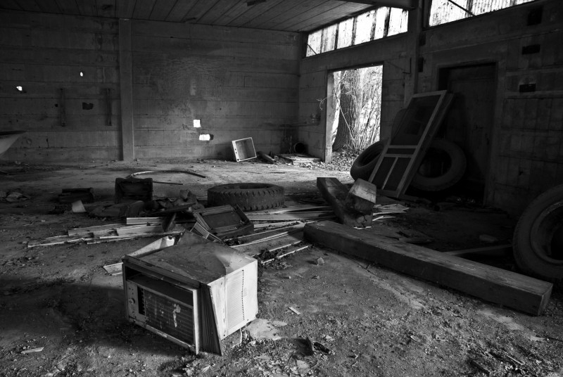 Abandoned Building (4 of 4)