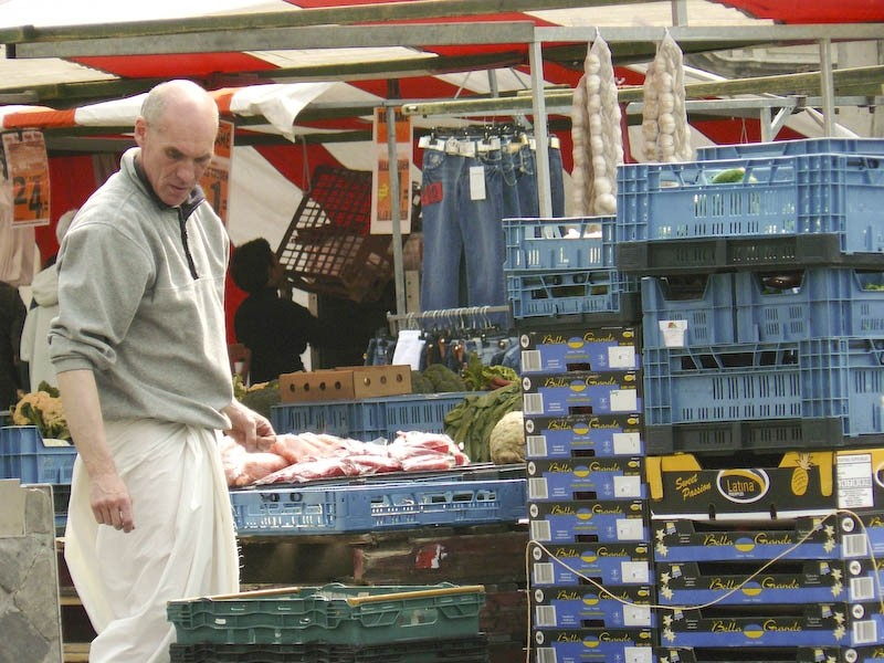Maastricht market 3: holding on a second