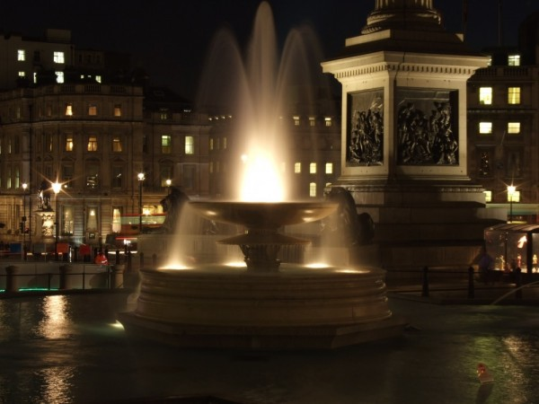 The fountain at trafalgar sqaure
