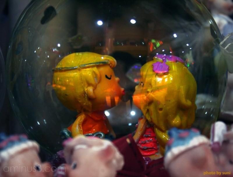 freezed kissing