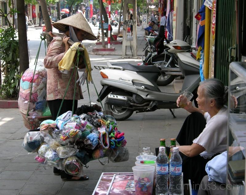 STREET VENDOR ON THE MOVE IN HANOI