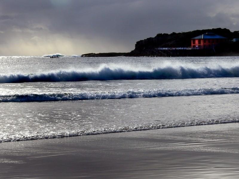The white sea snaps...