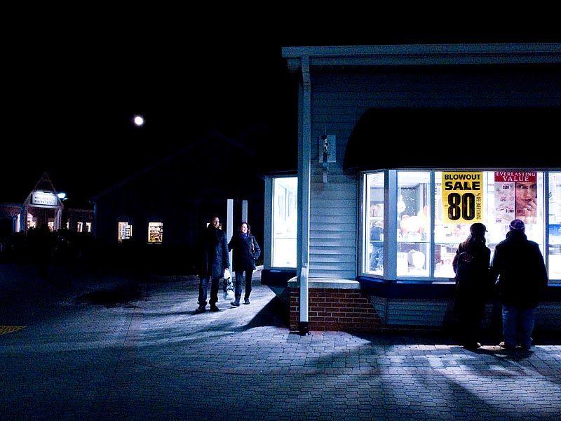 Late night sale at Woodbury