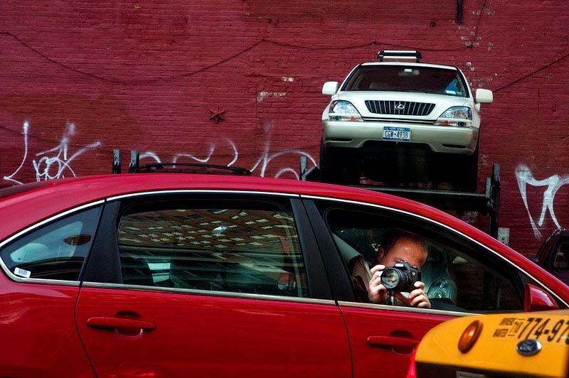 Photo of tourist with Canon taken by Nikon