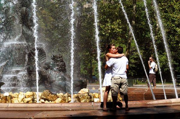 Kiss at Grand Army Plaza fountain