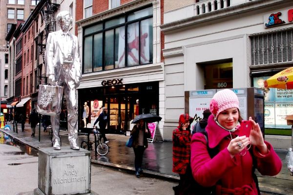 """Rob Pruitt's """"Andy Monument"""" on Union Square"""